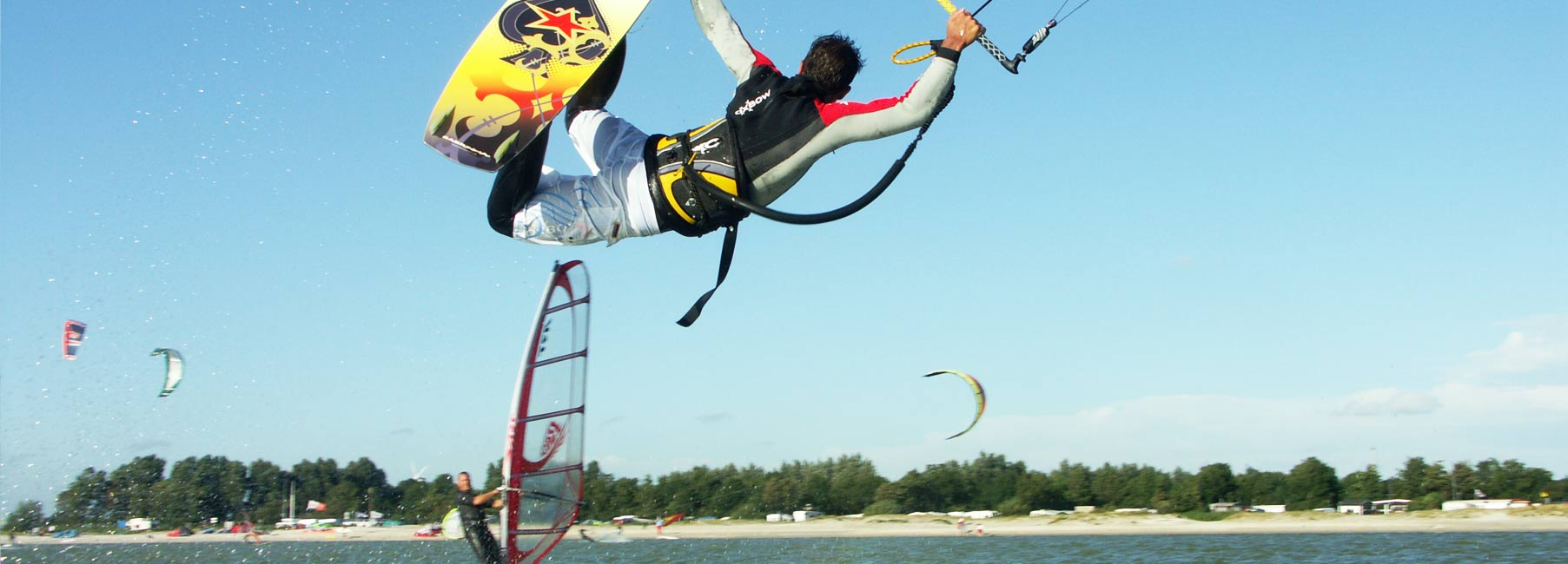 Kitesurfen en windsurfen in Workum